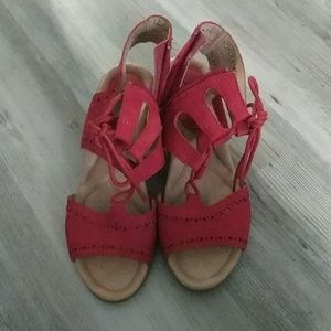 Earth red wedge sandals size 8